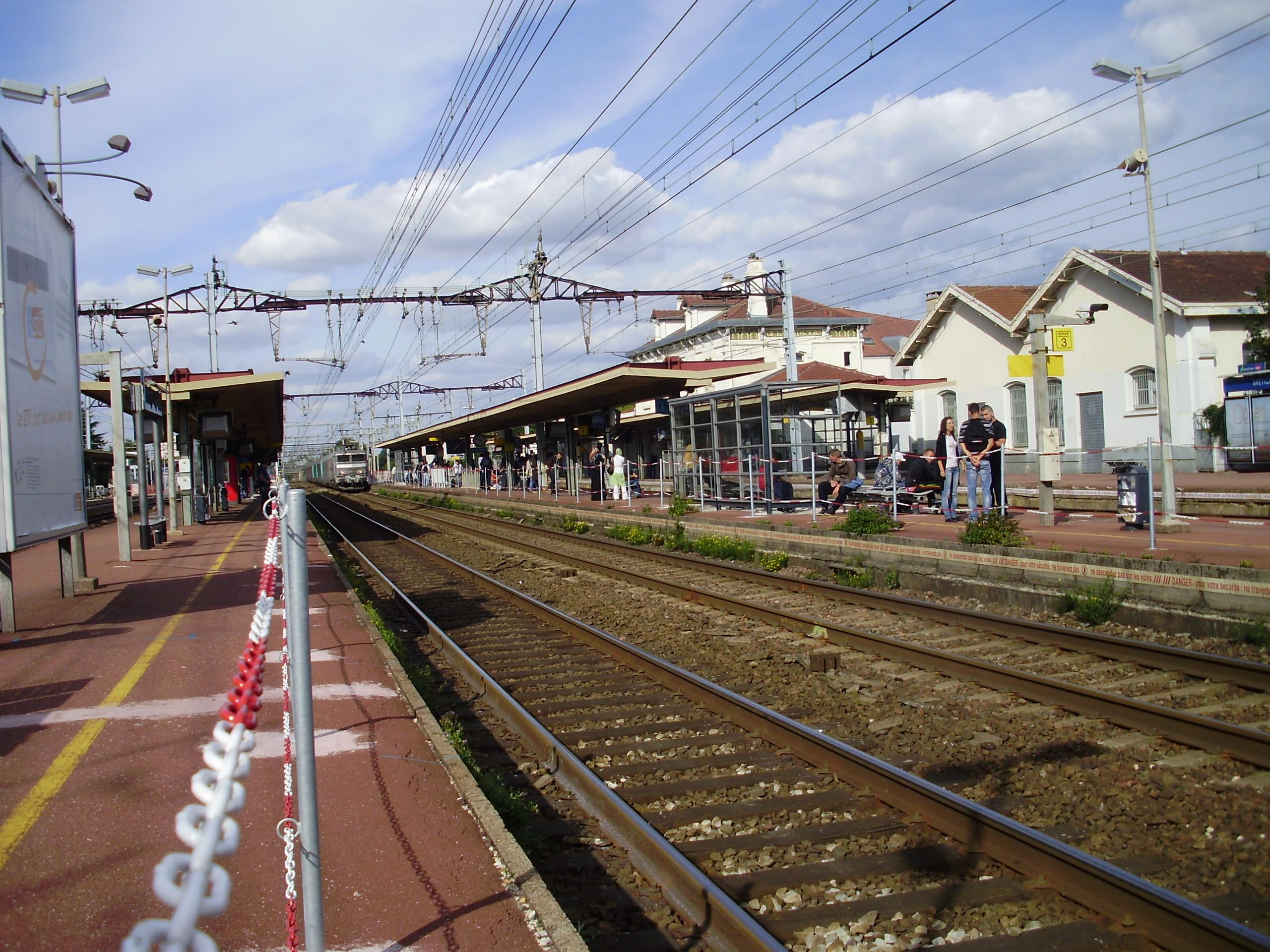 Gare_de_Br%C3%A9tigny_08.jpg