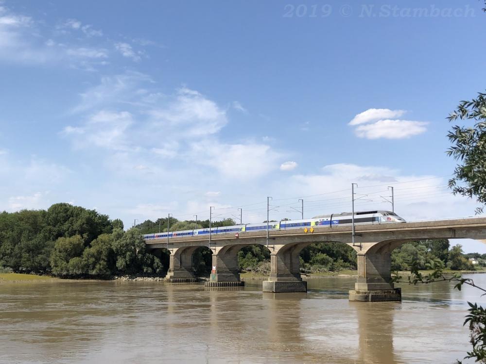 TGV-St-S-bastien-1.jpg