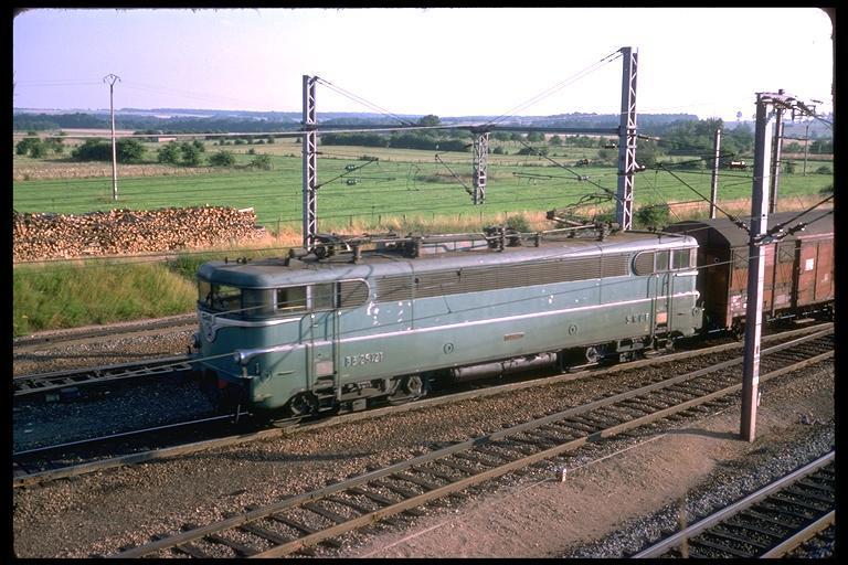 http://www.railfaneurope.net/pix/fr/electric/dual/25100/green/img0548.jpg