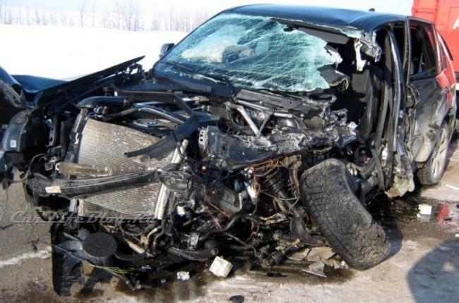 bmw-x5-accident.jpg.99fbe4b25766b2d42899