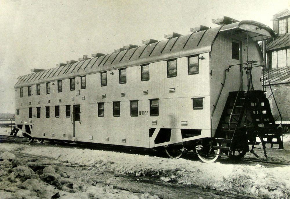 1280px-Bilevel_rail_car_russian_1905.jpg