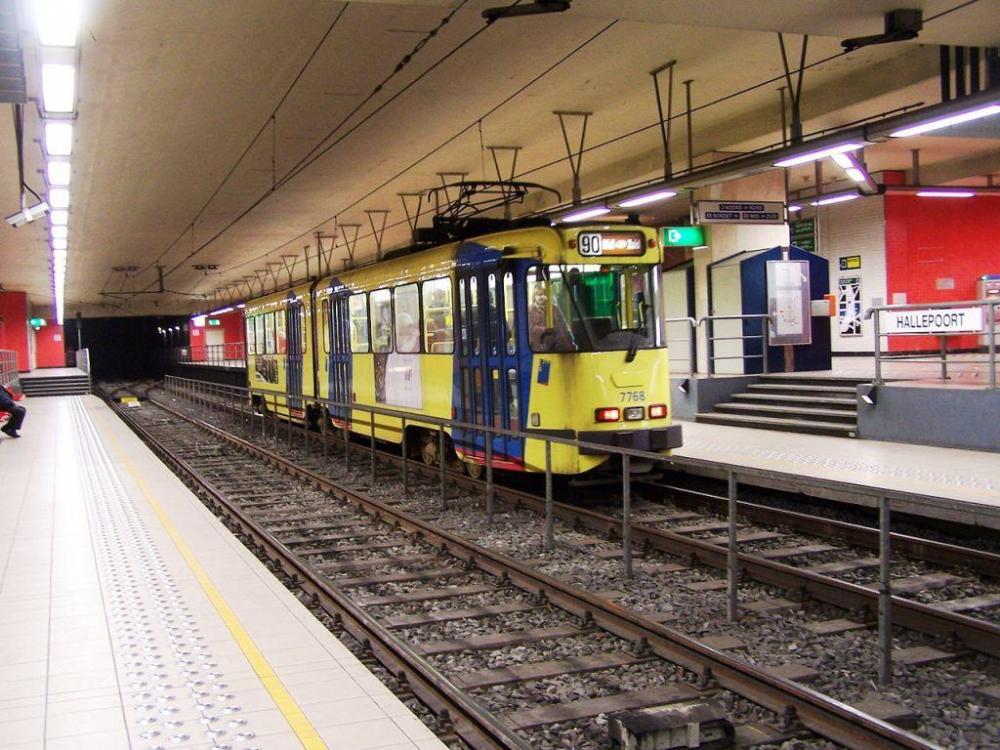 1280px-Metro-halleepoort.jpg