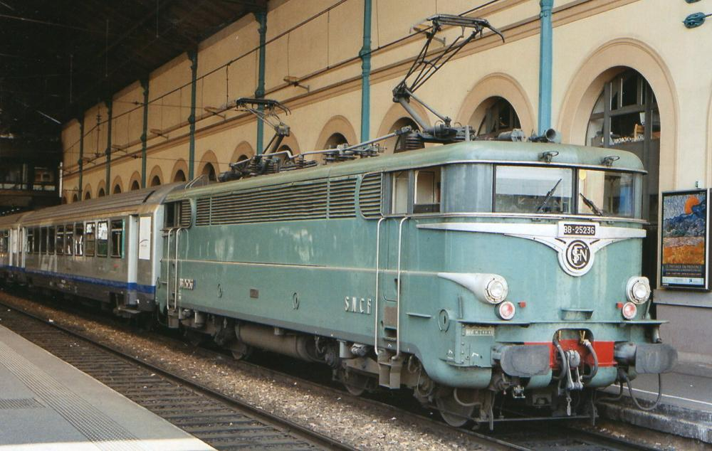 BB 25236  LYON - PERRACHE .jpg