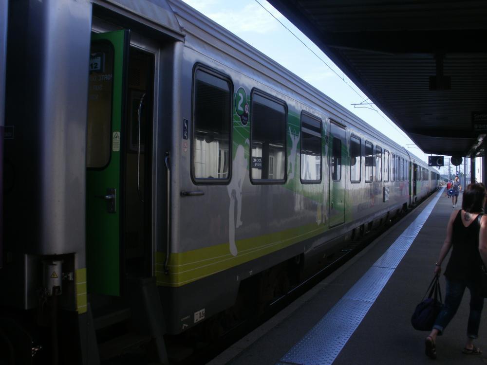 La rame tractee du train intercite Nantes - Bordeaux.JPG
