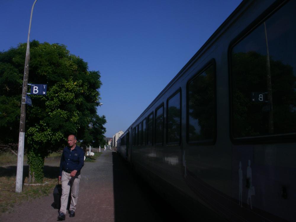 Intercite Nantes - Bordeaux en gare de Lucon.JPG