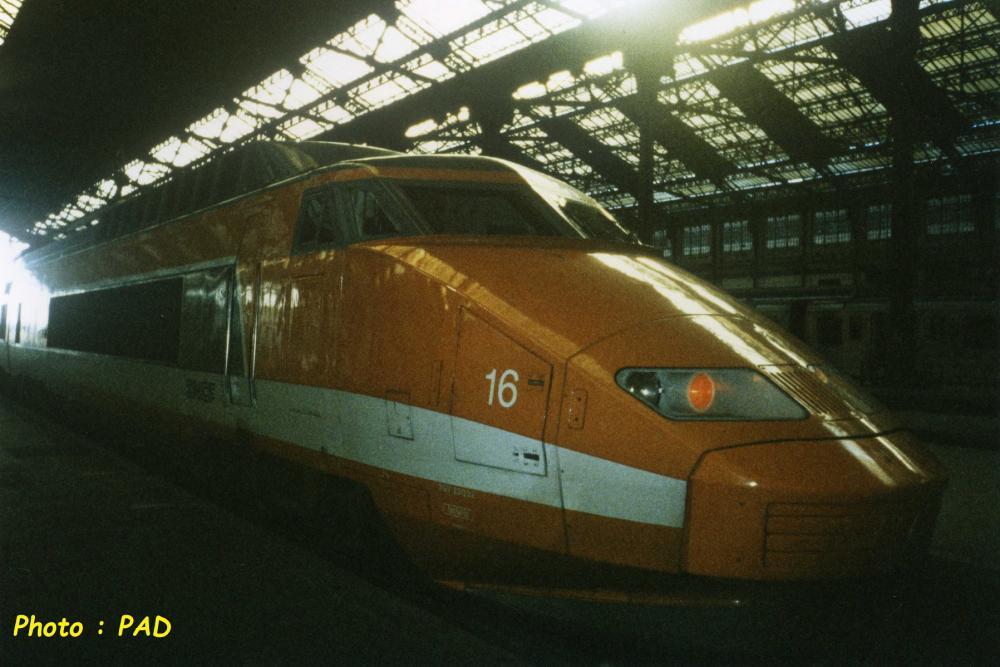 TGV PSE 16 - 1994-12-00 - 001 - 23032 - Paris Lyon - DUCHIRON.P-A. - PPR.jpg