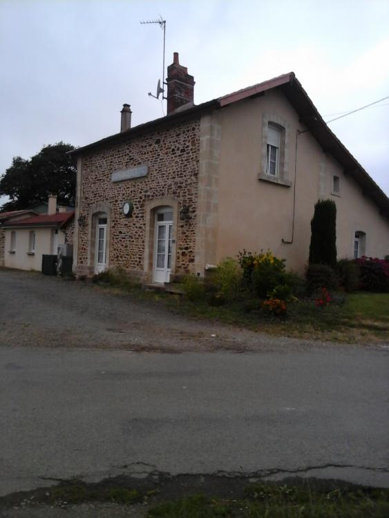 La halte du village Loupfougeres, ligne Mayenne - Javron-les-Chapelles.jpg