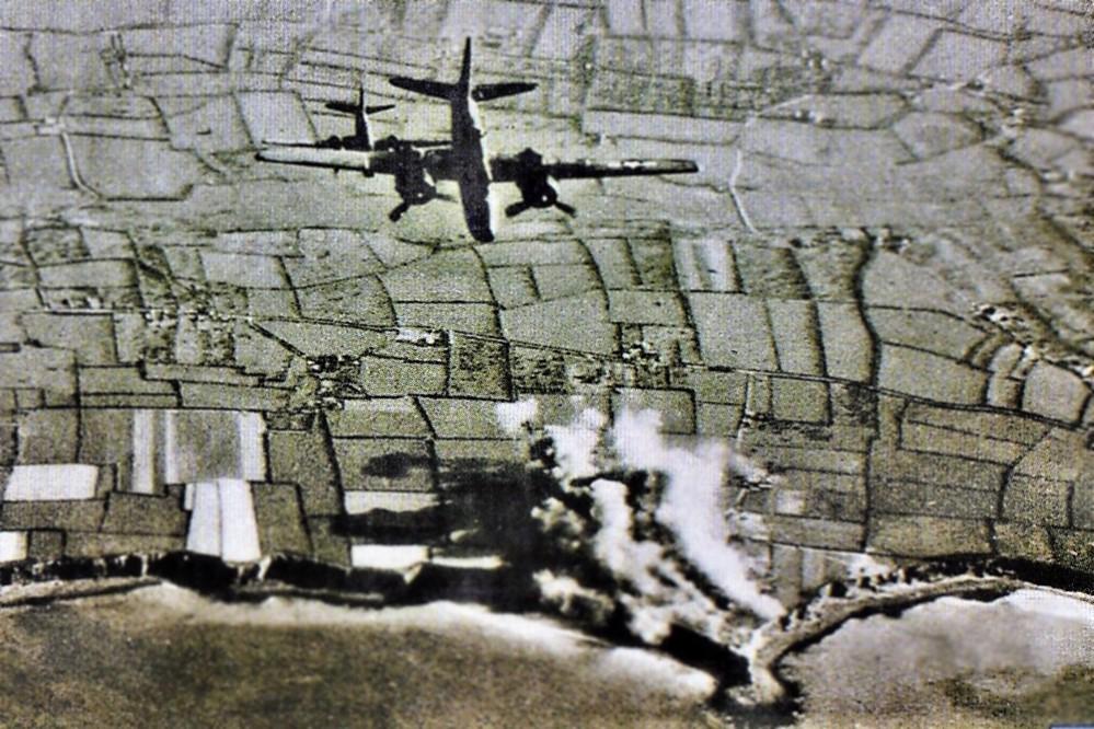 pointe_du_hoc_bombardement_mai_1944.jpg.a3ea7f2e02a755cc4ca3a3cce77d8789.jpg