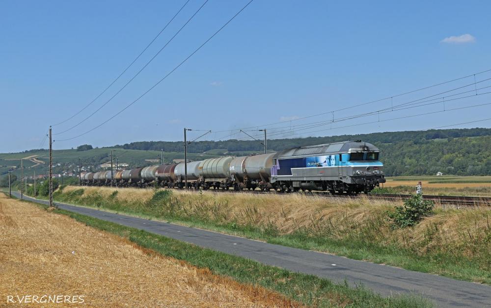 CC 72049 + Wagons Citerne.jpg