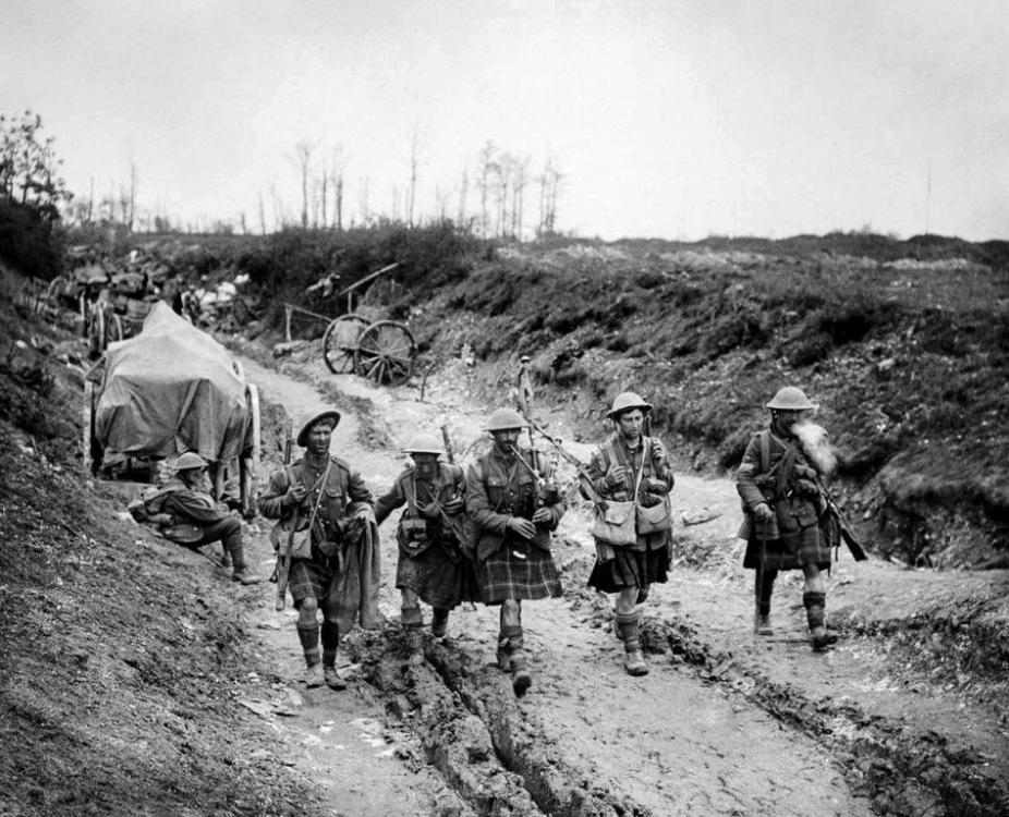 battle_of_the_somme_in_pictures_20.thumb.jpg.6d9e62f6f2bdf6c1e7341496dc7c9251.jpg
