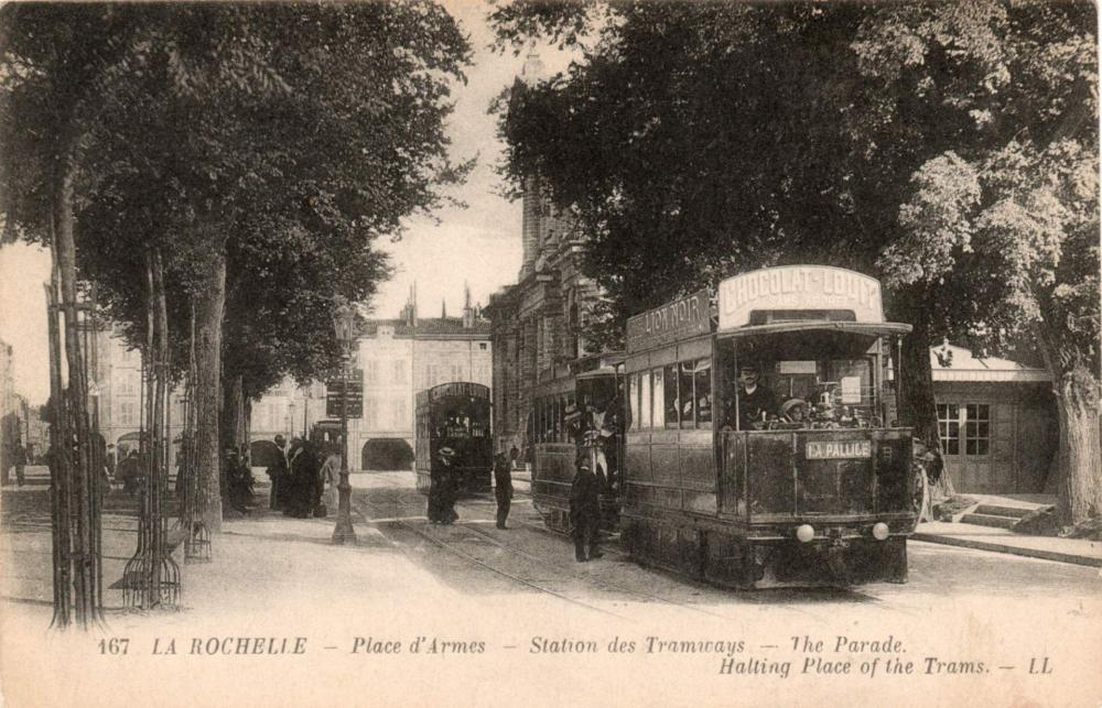La-Rochelle_Place_d_Arme_Tramway_Mékarski.jpg