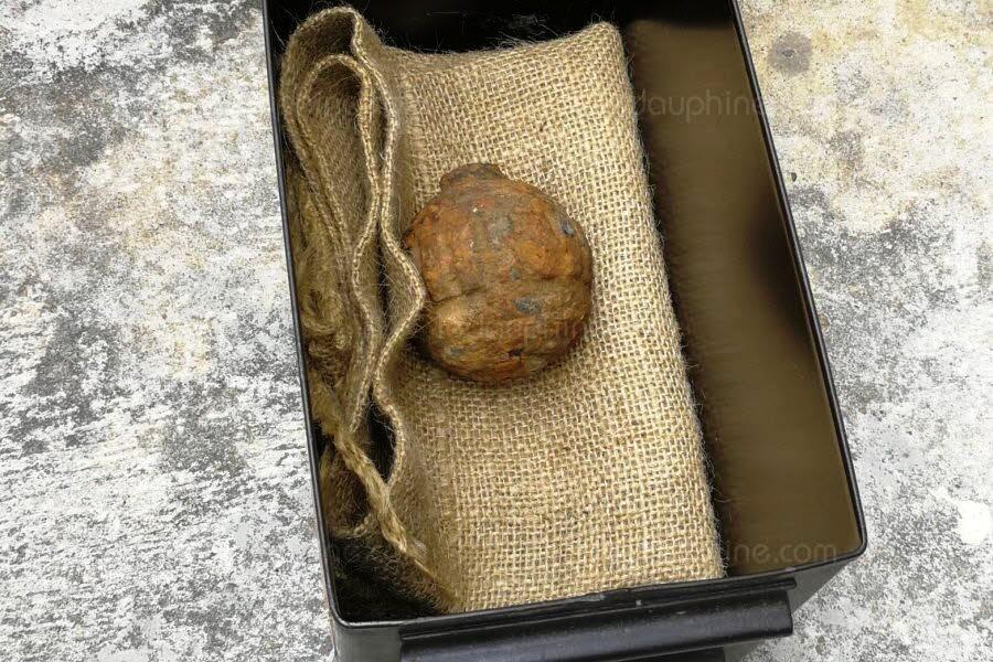 la-grenade-a-ete-decouverte-dans-une-cargaison-de-pommes-de-terre-importees-de-france-photo-hong-kong-police-force-afp-1549265088.jpg.931ed80492c1a6cf1cc99869fab55e8b.jpg
