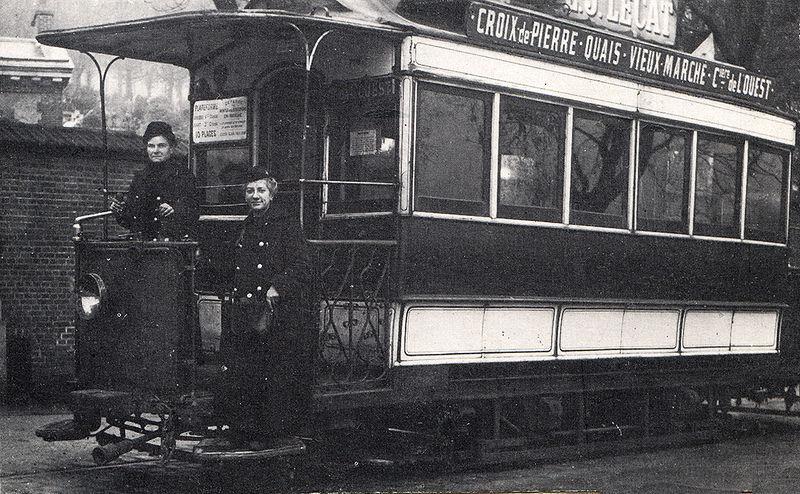 800px-Tramway_de_Rouen_-_Wattwoman_et_receveuse_en_1916.jpg