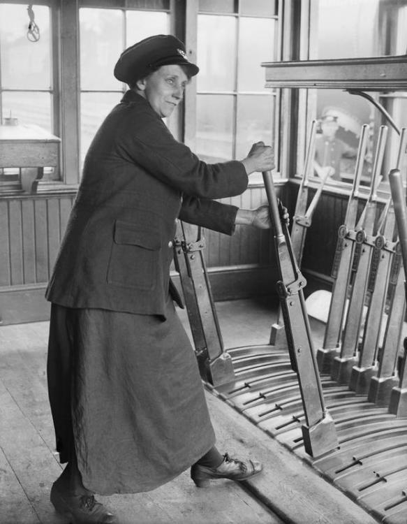 railwaywoman.jpg
