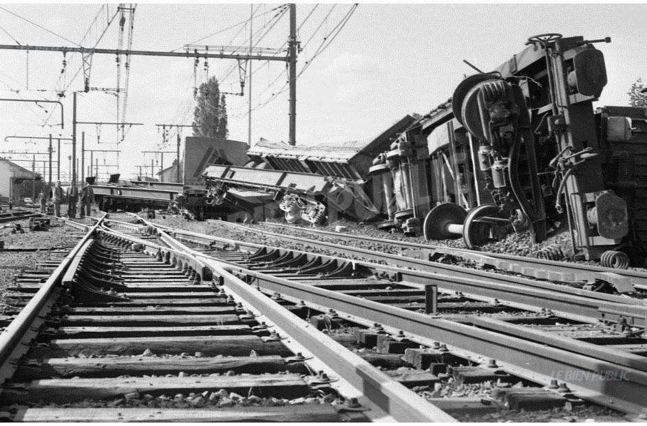 le-meme-jour-a-saulon-la-chapelle-quatorze-wagons-de-marchandise-deraillent-l-accident-est-spectaculaire-photo-archives-lbp-1555945775.jpg.385c1455749e97b2d45295370dcd4c7c.jpg