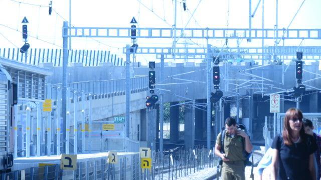 Gare de Haifa Bat Galim, signaux de départ modèle allemand, avec préanonce du signal suivant, 23.07.2019.JPG