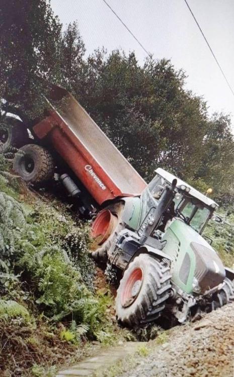 4a9d2fbbca04a8518a8f3744fc460ad8-finistere-le-tracteur-termine-sa-course-pres-des-voies-de-chemin-de-fer_3.thumb.jpg.18503a8c0cc3cdd76c2fe1a7fef5d203.jpg