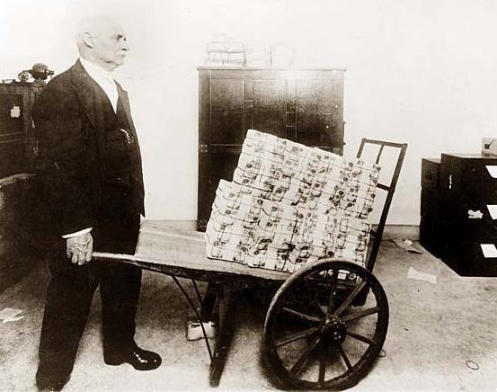 hyper-inflation-allemagne-1923-1.jpg.4a3d0dbc09ae3a71014895adea853be3.jpg