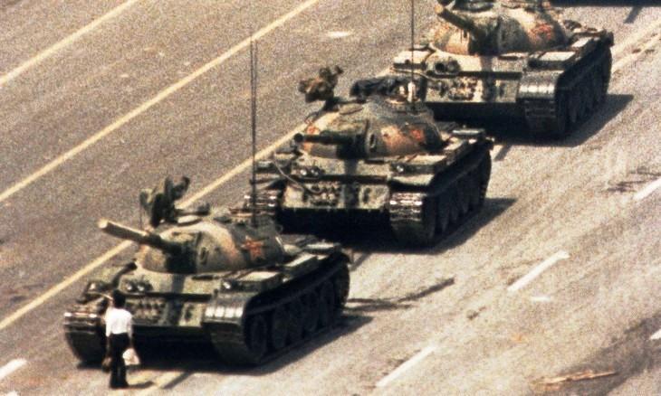 celebre-image-devenue-symbole-repression-place-Tian-An-Men-jeune-homme-inconnu-colonne-chars-5-1989_0_730_438.jpg.60cc2f76339e2a7315bfa98d03c1ba91.jpg