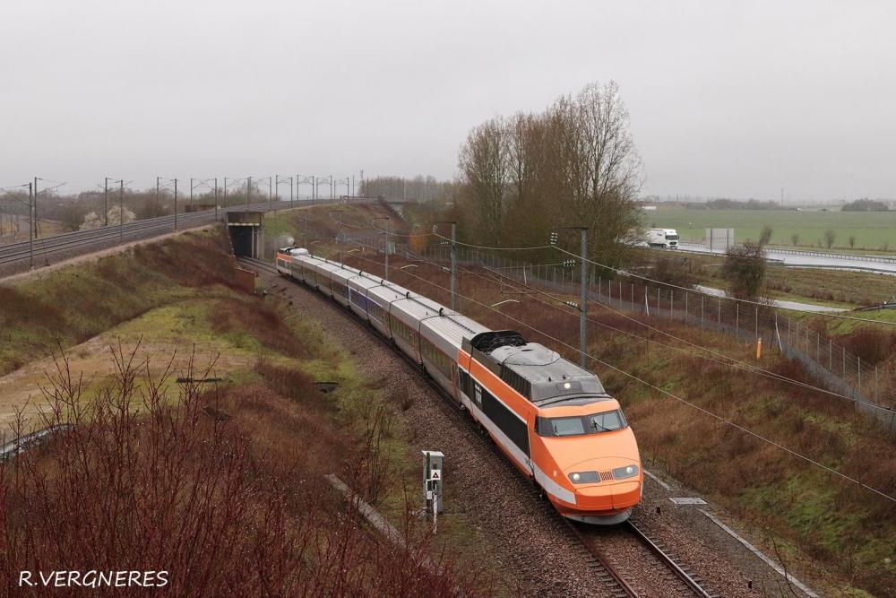 TGV 01 BIF DE CRISENOY VIA COMBS.jpg