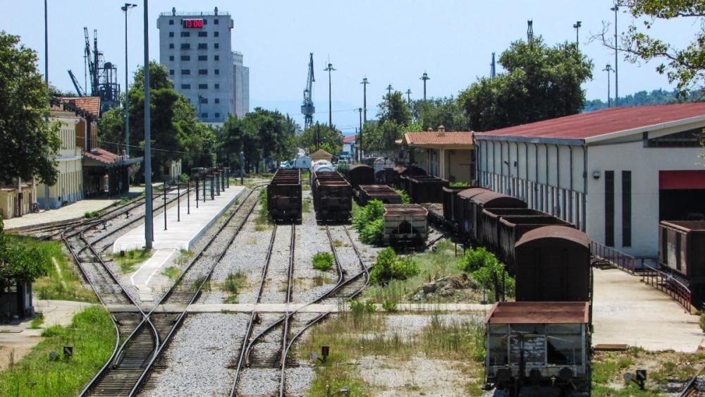 rails_railway_station_urban_wagon_city_volos_.thumb.jpg.b19b657e77e5c5ab8d8de1e3eb6946cc.jpg