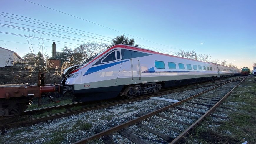 35806-ETR470-Pendolino-on-its-way-to-Greece.jpg.a278844a89135552dc0a2be646dcb022.jpg