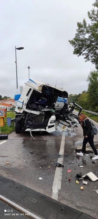 le-tracteur-du-semi-remoque-a-ete-heurte-par-un-train-1632814624.jpg.aaa6fbbec84bc0e3c85c18f32742a656.jpg